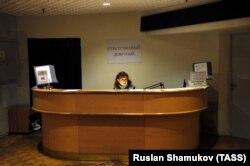 Дежурная в Российской национальной библиотеке