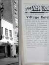 Stonewall Inn din New York și o reproducere a ediției din 29 iunie 1969 a New York Post care a relatat despre descinderea poliției, care a dus la revolta Stonewall. Seria de demonstrații spontane a membriilor comunității gay și lesbiene împotriva unei descinderi a poliției la Hanul Stonewall este considerată începutul mișcării pentru drepturile LGBT din Statele Unite.