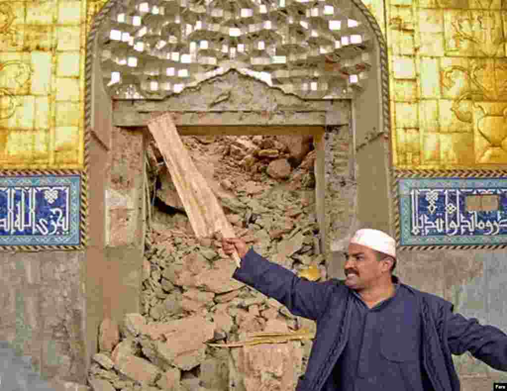 A Samarra man visits the mosque shortly after the June 13 attack (Fars) - The second shrine in the complex marks the place where Shi'a believe Imam al-Mahdi (b. 868), the 12th and final imam, went into hiding.