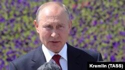 Президент РФ Владимир Путин на церемонии награждения Героев Труда на Поклонной горе в День России. 12 июня 2020