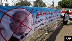 پوستر مخالفان احمد شفیق، نخست وزیر دولت سابق مصر