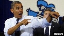 Demokratik partiýadan kandidat Barak Obama Newada ştatynyň Las Wegas şäherinde çykyş edýär. 22-nji awgust, 2012.