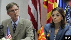 Американскиот амбасадор Пол Волерс и министерката за внатрешни работи Гордана Јанкулоска