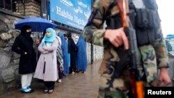 Редица на гласачи во Авганистан