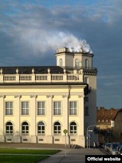 Daniel Knorr, Mișcare de expirare, 2017, Fum și manifest, Zwehrenturm, Kassel