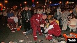 Перша доаомога постраждлалим від вибуху під час масового концерту з нагоди Дня незалежності Білорусії