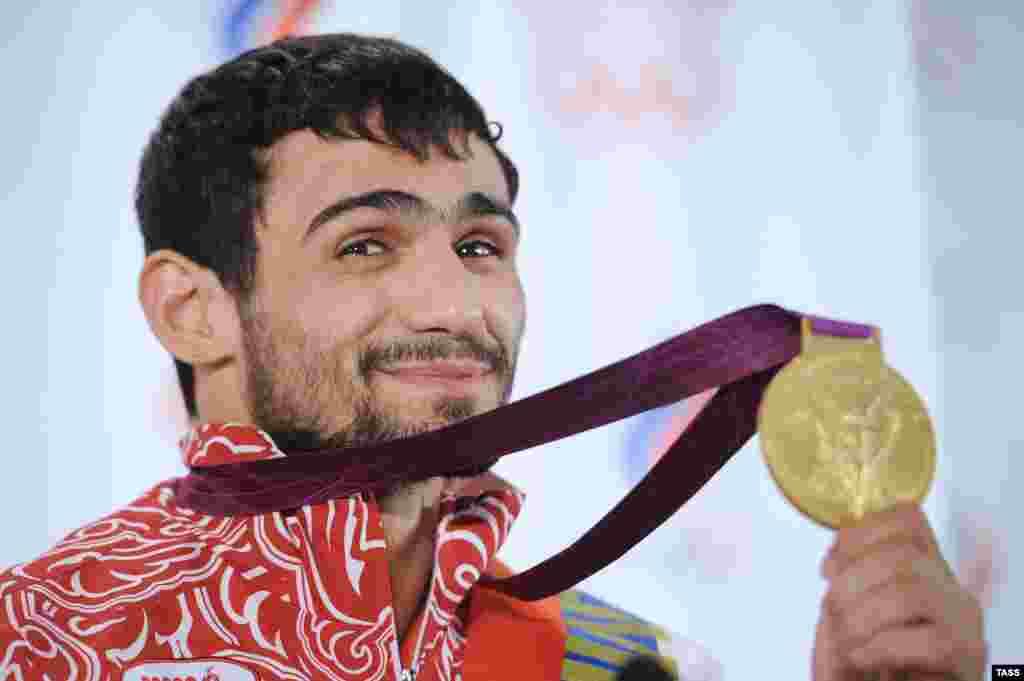 Первое золото на Олимпиаде в Лондоне России принес дзюдоист Арсен Галстян. 29 июля он добился победы в весовой категории до 60 килограммов.