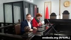 Андрэй Дзьмітрыеў з адвакаткай Марыяй Колесавай-Гудзілінай у судзе
