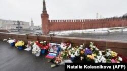 Народний меморіал на місці загибелі Бориса Нємцова
