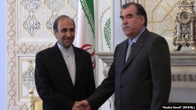 Tajik President Emomali Rahmon (right) went ahead with a meeting with Iranian Vice President Lutfullo Furuzanda on June 15.