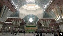 View inside the mausoleum looking toward the shrine. Photo by Ali Mozaffari 2018.