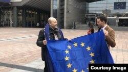 """""""Operațiunea: Aducem steagul UE înapoi"""""""