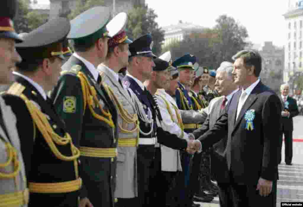 Військовий парад з нагоди Дня Незалежності 24 серпня 2008 року в Києві (фото з офіційного сайта Президента України) - Парад День Незалежності 11