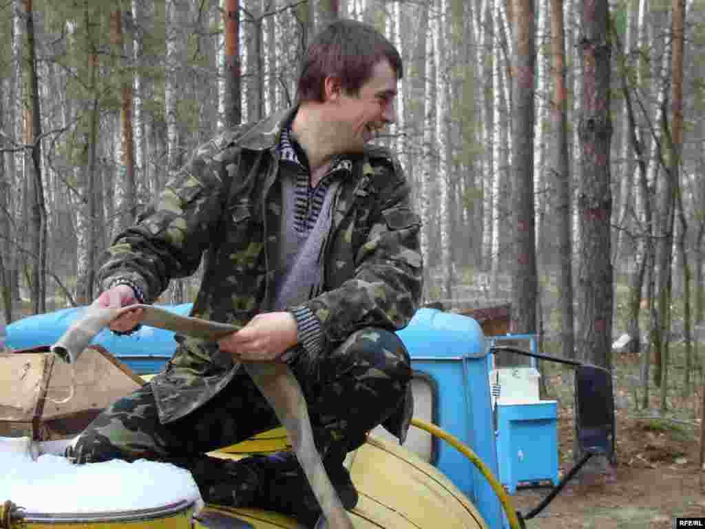 Ukraine -- Birch juice, Chernigiv region, 13Apr2010 - березовий сік
