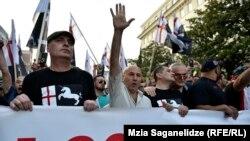 Оппоненты «Грузинского марша» обращают внимание на то, что власти очень осторожно ведут себя по отношению к этому движению