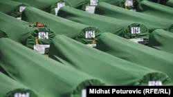 Îmormântarea a 520 de noi victime identificate în masacrul de la Srebrenița. 11 iulie 20122.