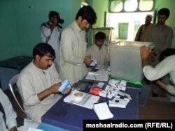 Члены избирательной комиссии подсчитывают голоса после выборов президента Афганистана. 24 июня 2014 года.