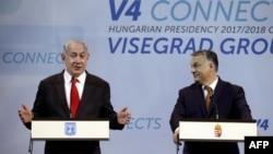 Віктор Орбан (справа) та Біньямін Нетаньягу на прес-конференції, 19 липня 2017