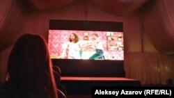 «Байқоңыр» кинофестивалінде «Қаттырақ қағыңдар!» комедиясының көрсетілімі. Алматы, 17 қыркүйек 2016 жыл.