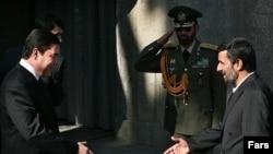 Iranian President Mahmud Ahmadinejad (right) welcomes Turkmen President Gurbanguly Berdymukhammedov to Tehran.