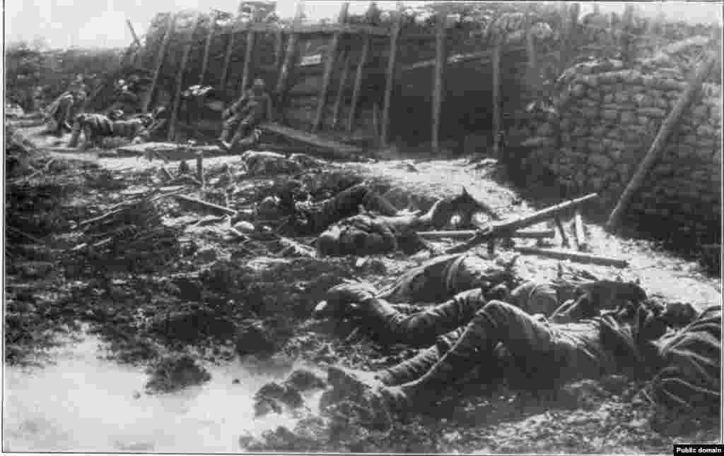 A British emplacement after a German gas attack at Fromelles, July 19, 1916.