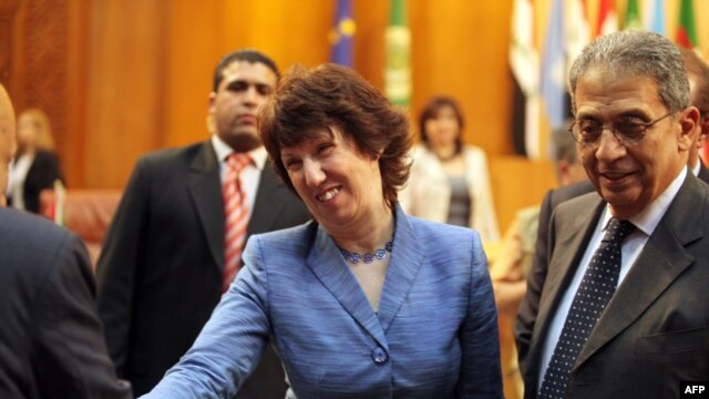 =EU foreign policy chief Catherine Ashton, alongside Arab League Secretary-General Amr Musa in Cairo, insists the EEAS will boost the bloc's foreign policy clout.