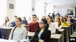 Aproape 400.000 de studenți așteaptă începerea noului an universitar