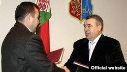 Hadisə Mübariz Ağayevin (fotoda sağda) rəhbərlik etdiyi Mingəçevirdə baş verib