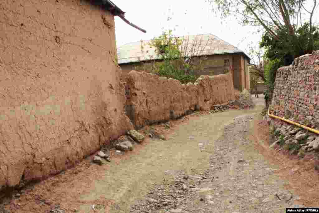 Dağ ətəyində yerləşən Saltax kəndi.
