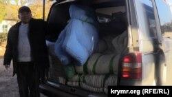 Волонтери із Запоріжжя привезли матраци учасникам блокади Криму