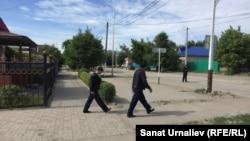 Pamje e forcave të sigurisë gjatë operacionit të sotëm kundër militanëve të dyshuar në Aktobe të Kazakistanit