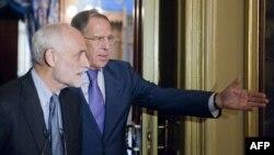 Президент Международного комитета Красного креста Якоб Келленбергер и министр иностранных дел России Сергей Лавров