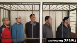 Пятеро подсудимых по делу «Таблиги Джамаат». Астана, 17 февраля 2016 года.