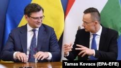 Главы МИД Украины Дмитрий Кулеба и Венгрии Петер Сийярто