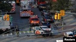 У места инцидента с наездом пикапа на прохожих и велосипедистов в Нижнем Манхэттене. Нью-Йорк, 31 октября 2017 года.