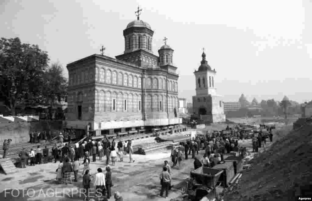 Eudženiju Jordakesku razvio je jedinstveni sistem za postavljanje cijelih zgrada na strukturu sličnu željezničkim prugama kako bi ih se udaljilo sa područjâ predviđenih za rekonstrukciju. Godine 1985. pravoslavna crkva Mihai Voda iz 16. vijeka premještena je sa kulom.