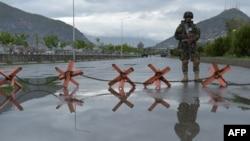 Оцепление на трассе в Кабуле. Иллюстративное фото.
