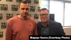 Колишній політв'язень Олег Сенцов і канадський аналітик Маркус Колга