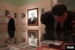 Портрет Юрия Андропова на выставке в Москве, посвященной 100-летию со дня его рождения (2014)