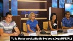 Близькі та юристи вимагають об'єктивного розслідування справи української моделі, Дніпропетровськ, 15 травня 2013 року