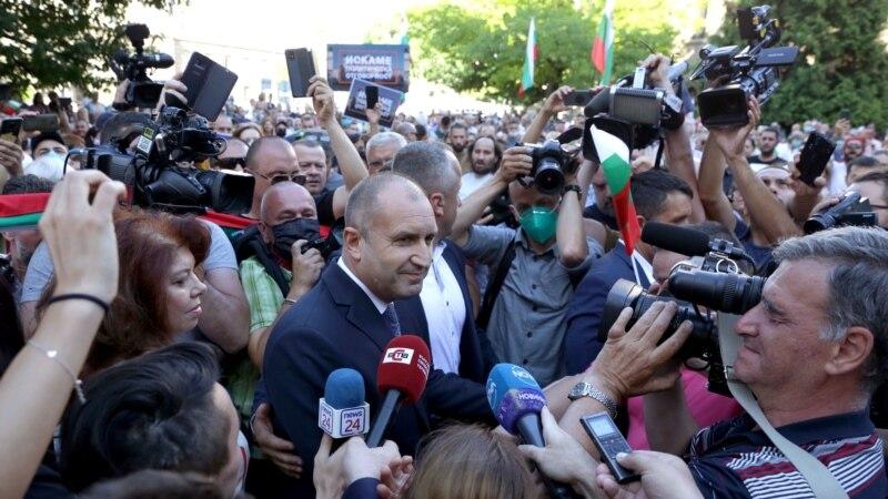 Protestçiler Sofiýada we deňiz kenarynda toplandy. Prezident hökümeti işden çekilmäge çagyrýar