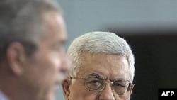 آقای عباس در ماه های اخير تلاش های صلح با دولت اسرائيل را دنبال کرده که هدف از آن دستيابی به پيمان نهايی صلح با اين کشور تا پايان سال ۲۰۰۸ است.(عکس: AFP)