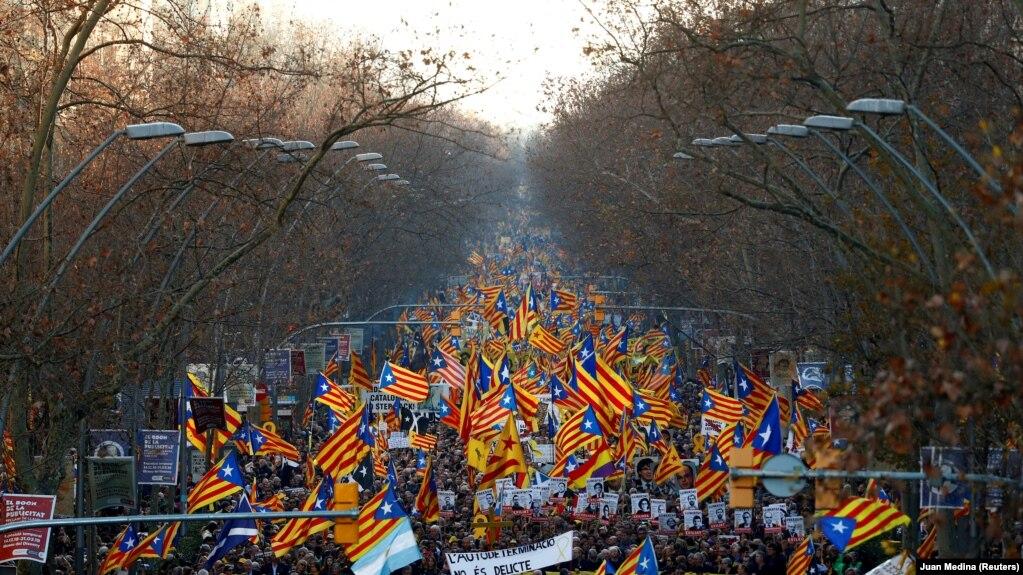Марш в поддержку независимости Каталонии, Барселона, февраль 2019 года