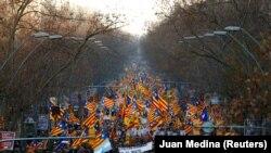 Марш в поддержку независимости Каталонии, Барселона, февраль 2019 года.