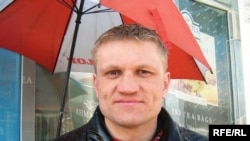 Detained Belarusian hunger striker Syarhey Kavalenka was initially arrested for display red-and-white-colored opposition flags