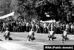 Во время протестов в Тегеране, сентябрь 1978 года.