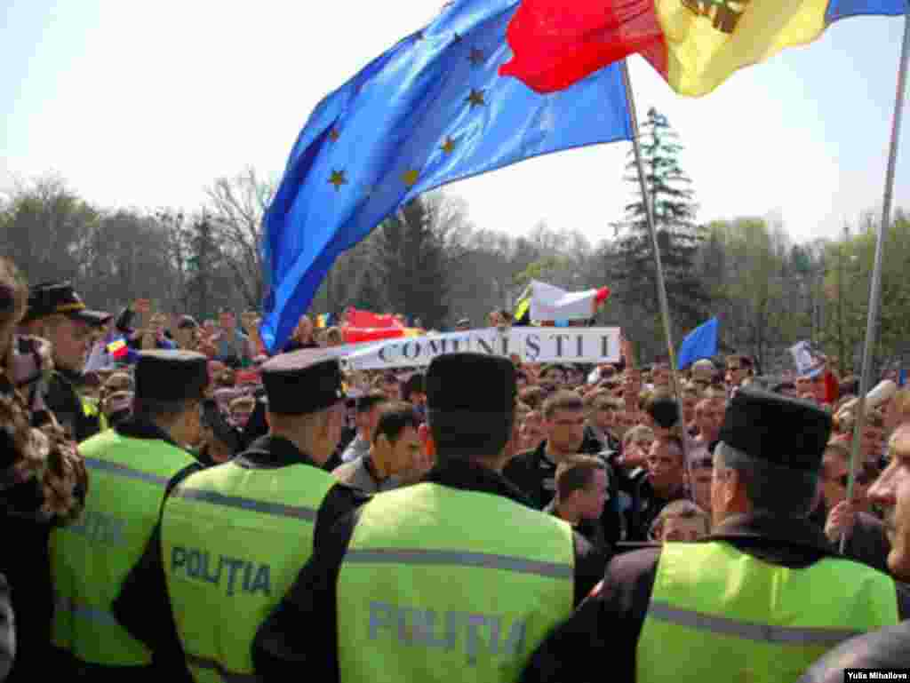 Moldova - Students' rally in Chisinau 7Apr2009