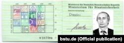 Посвідчення Міністерства державної безпеки НДР («Штазі») на ім'я майора Володимира Путіна