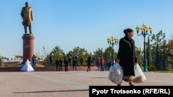 A monument to the late President Islam Karimov in Samarkand