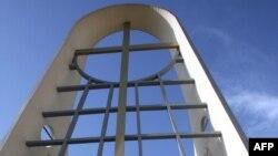 من بوابة كنيسة سيدة النجاة ببغداد